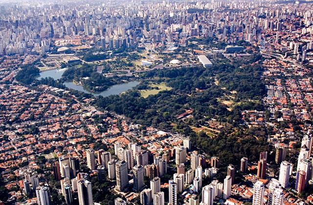Vista aérea do parque do ibirapuera em são paulo